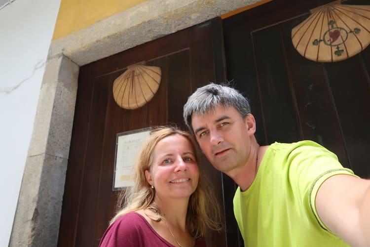Před albergue v Grijo